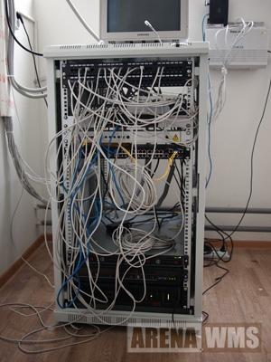 Серверная стойка на складе - сетевое оборудование, сервера, ИБП